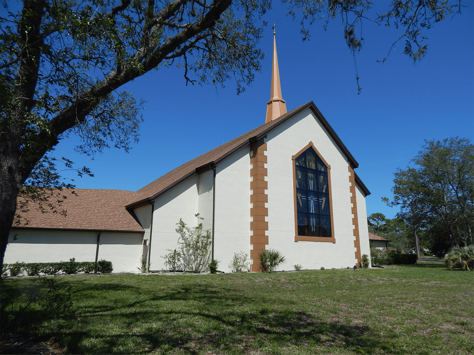The outside of Forest Oaks Lutheran Church